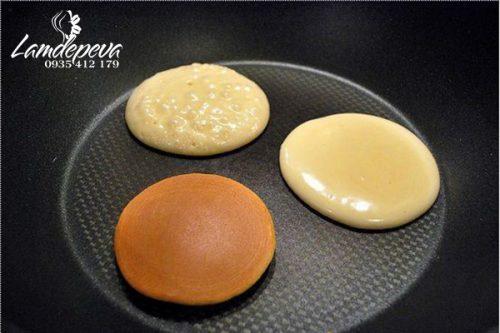 Cách làm bánh rán Đôrêmon nhân đậu đỏ đơn giản ảnh 8