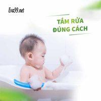 Trẻ sơ sinh bị ho, sổ mũi có nên tắm không? Kinh chuyên gia